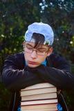 Smutny nastolatek z książkami Obrazy Royalty Free