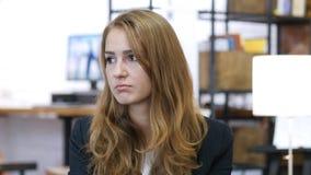 Smutny, Niepokoi Sfrustowanej Spiętej dziewczyny Przy pracą, biuro Zdjęcie Royalty Free