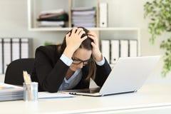 Smutny urzędnik narzeka po bankructwa Zdjęcie Royalty Free