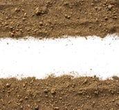Smuts jordhög som isoleras på vit bakgrund royaltyfri bild