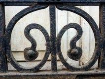 Smutsa ner, antikviteten och svärta wrougtjärn royaltyfria foton