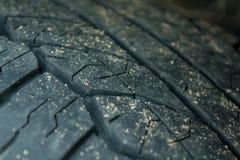 Smutsa ner hjulet på bilen Arkivbilder