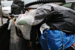 Smutsa ner kläder av den hemlösa personen Fotografering för Bildbyråer