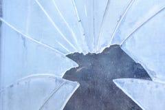 Smutsa ner och brutet exponeringsglas, utomhus for Begreppet av armod, hunger, stöld royaltyfri bild