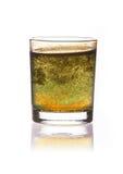 Smutsa ner vatten i exponeringsglas som isoleras på vit bakgrund Royaltyfri Fotografi