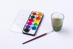 Smutsa ner vatten och akvareller på vit bakgrund. Royaltyfria Foton