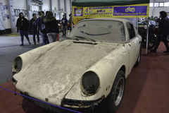 Smutsig antik bil Porsche royaltyfri foto
