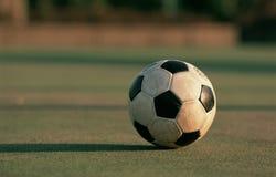 smutsig fotboll för boll arkivbilder