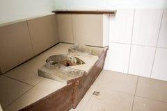 Smutsig gammal utvändig toalett Fotografering för Bildbyråer