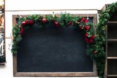 smutsig skola för blackboard Julmodell för estaurant meny arkivbild