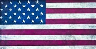 Smutsig väggisolat för amerikanska flaggan på vit bakgrund royaltyfri fotografi