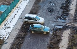 Smutsiga bilar i gården Royaltyfria Bilder