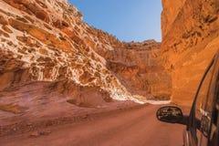 Smutsiga Canyon Road i Utah royaltyfria bilder