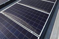 Smutsiga Dusty Photovoltaic Panels på taket royaltyfria foton