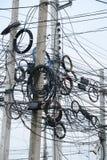 Smutsiga elektriska kablar Arkivbilder