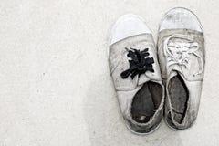 smutsiga gammala skor Royaltyfri Foto