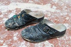 smutsiga gammala skor Royaltyfria Bilder