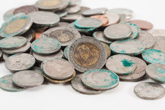 Smutsiga thai mynt arkivbild