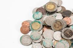 Smutsiga thai mynt royaltyfria bilder