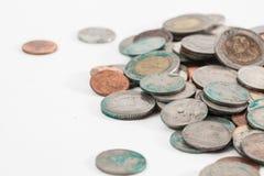 Smutsiga thai mynt arkivfoton
