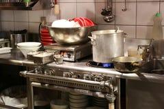 Smutsigt asiatiskt kök Royaltyfri Bild