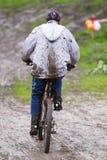 smutsigt berg för cyklist Arkivbilder