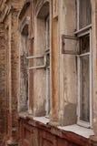 smutsigt gammalt fönster Arkivfoton