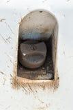 Smutsigt lock för biljeepbehållare Arkivfoton