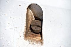 Smutsigt lock för biljeepbehållare Royaltyfri Fotografi