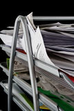 smutsigt paper pappersmagasin Arkivfoto