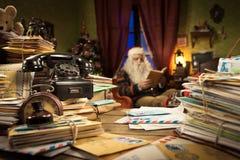 Smutsigt Santa Claus skrivbord Royaltyfri Bild