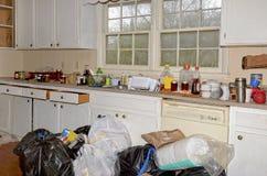 Smutsigt smutsigt kök royaltyfri fotografi