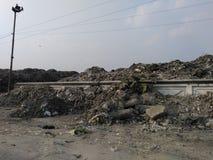 Smutsigt ställe Siliguri Felikt föroreningställe Mycket farligt ställe i Siliguri arkivfoto
