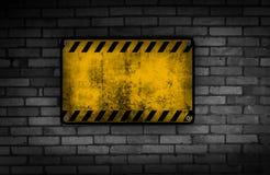 smutsigt tecken för brickwall Royaltyfri Foto