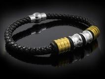 Smycken - armband för män arkivbild