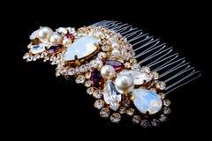 smycken brud- hårkam på en svart bakgrund Royaltyfria Foton