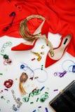 Smycken för tillbehör för skor för klänning för samling för dräkt för berömparti kvinnliga på vit bakgrund Jul och parti för lyck royaltyfri bild