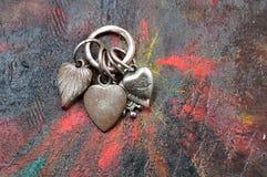 Smycken för valentinhjärtagarnering royaltyfri bild