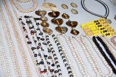 Smycken med naturliga pärlor Royaltyfri Bild