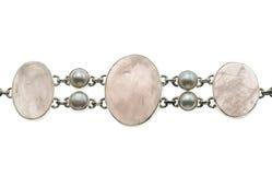 Smycken med rosequarz och pärlor Royaltyfri Bild