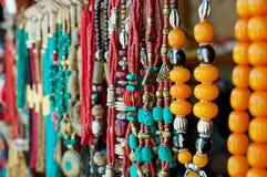Smycken på marknaden arkivfoton