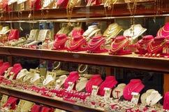 Smycken shoppar fönstret, Florence royaltyfria foton