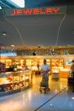 Smycken shoppar i flygplats Arkivbild