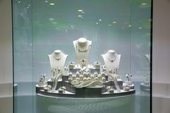 Smyckenexebition, samling av Ceylon skatter royaltyfri bild