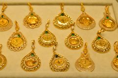 Smyckenlager i storslagen basar i Istanbul Arkivbild