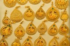 Smyckenlager i storslagen basar i Istanbul Arkivfoton
