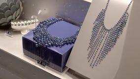 Smyckenlagerfönster stock video