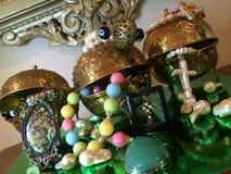 Smyckenskärm i guld- doser Royaltyfri Fotografi