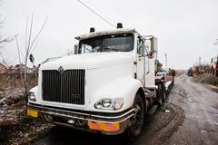 SMYKIVTSI, UCRAINA - 24 MARZO 2016: Camion bianco di Eagle a nevoso Immagini Stock Libere da Diritti