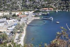 Snäckskal brukar för att odla i det Aegean havet i Grekland royaltyfri bild